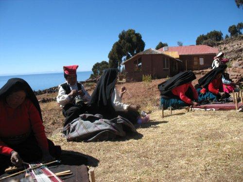 Weavers. Lake Titicaca, Puno